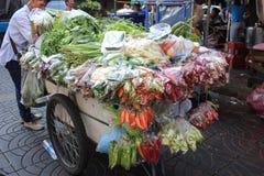 Grönsaklastbil arkivbilder