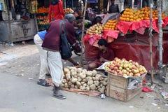 Grönsakmarknad i Kumrokhali, västra Bengal Arkivfoton
