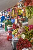 Grönsakmarktet Surabaya i Indonesien Arkivfoto