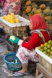 Grönsakmarktet Surabaya i Indonesien Royaltyfri Bild