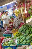 Grönsakmarktet Surabaya i Indonesien Arkivbild