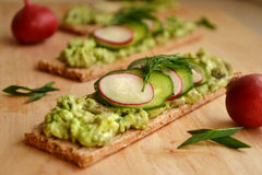 Grönsakostpate bantar på bröd Arkivfoton