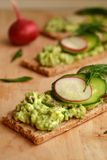 Grönsakostpate bantar på bröd Royaltyfria Bilder