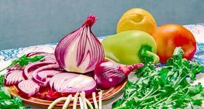 Grönsaksallad - en källa av vitaminer Arkivbild