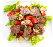 Grönsaksallad med mashrooms och isolerat kött Arkivbild