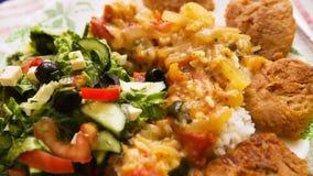 Grönsaksallad, ris och kött Royaltyfri Fotografi