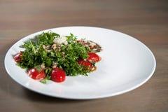 Grönsaksalladbönor, tomater, arugula arkivbild