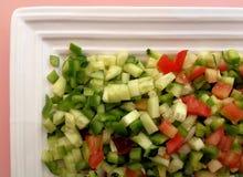 Grönsaksalladsnitt in i fyrkanter Arkivfoton