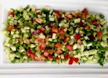 Grönsaksalladsnitt in i fyrkanter Arkivbilder