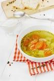 Grönsaksoppa i en vit bunke Royaltyfria Bilder