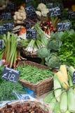 Grönsakställningen för shoppar arkivfoto