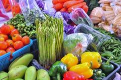 Grönsakstall i en marknad Arkivbild