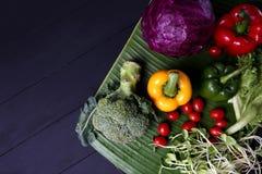 Grönsakuppsättning på bananbladet Royaltyfria Foton