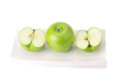 Grönt äpple som isoleras på vit bakgrund Fotografering för Bildbyråer