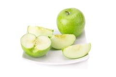 Grönt äpple som isoleras på vit bakgrund Royaltyfri Foto