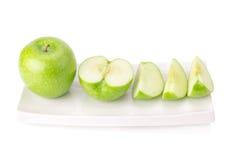 Grönt äpple som isoleras på vit bakgrund Royaltyfri Bild