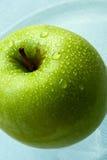 grönt äpple - vät Royaltyfria Foton