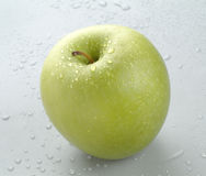 grönt äpple - vät fotografering för bildbyråer