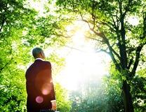 Grönt affärsmanThinking Inspiration Nature begrepp arkivfoto