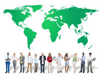 Grönt begrepp för beskydd för affärsmiljö globalt royaltyfri bild
