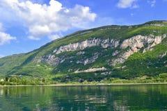 Grönt berg över a Royaltyfria Bilder