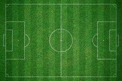 Grönt fotbollfält, soccorfält från bästa sikt Arkivbilder