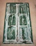 Grönt gammalt fönster Royaltyfri Foto