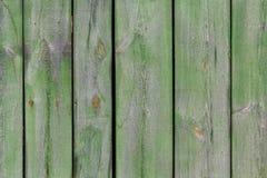 grönt gammalt trä för staket arkivfoton