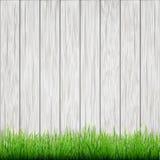 Grönt gräs på vitt trä stiger ombord bakgrund Arkivbilder