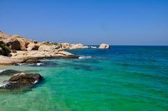 Grönt hav i en solig dag Fotografering för Bildbyråer
