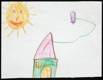 Grönt hus under solen barnteckning s Arkivfoto