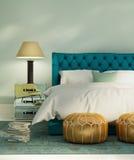 Grönt lyxigt sovrum för samtida med lädersäng Arkivbild