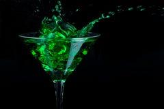 grönt martini plaska arkivfoton
