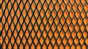 Grönt metalliskt galler på apelsinpappersbakgrund stock illustrationer