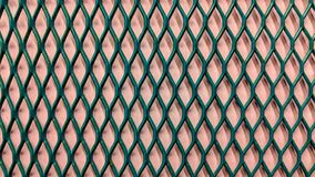 grönt metalliskt galler på ljus - pappers- bakgrund för lilor stock illustrationer