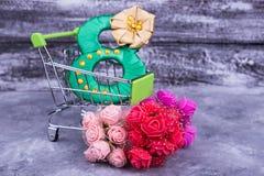 Grönt nummer i shoppingspårvagn Fotografering för Bildbyråer
