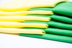 Grönt och gult silkespapper Arkivfoton