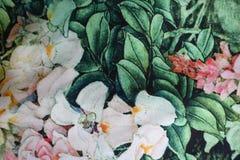 Grönt och rosa tyg med det blom- trycket Royaltyfri Fotografi