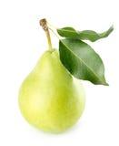 Grönt päron som isoleras på den vita bakgrunden Royaltyfria Foton