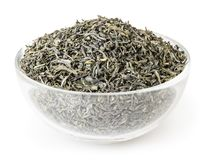 Grönt te i den glass bunken på vit bakgrund Royaltyfria Bilder