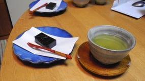Grönt te med japansk fest Arkivfoto