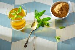 Grönt te med marockansk stil för mintkaramell Arkivbilder