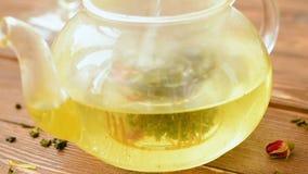 Grönt te med mintkaramellen, steg, gojibär och ananas lager videofilmer