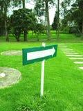 grönt tecken Arkivbilder