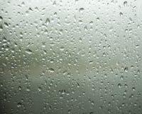 Grönt tonfönster med regndroppar Royaltyfri Foto