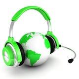 Grönt världsjordklot med hörlurar och mic vektor illustrationer