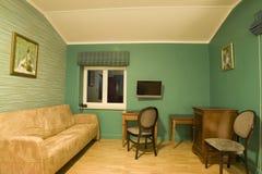 grönt vardagsrum Arkivfoton