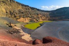 Grönt vatten av den Lago Verde lagun Arkivfoton