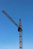 Grúa de construcción contra el cielo Foto de archivo