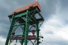 Grúa de elevación de la central hidroeléctrico Imagenes de archivo